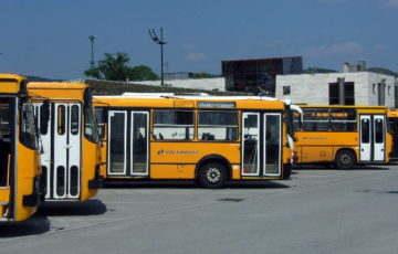 Fokozatosan visszaáll az első ajtós felszállási rend a buszokon