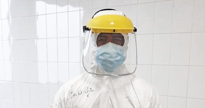 Így néz ki egy magyar orvos egy többórás Covid-19-műszak után