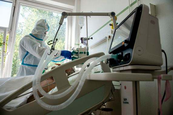 Hatalmas mértékben csökkent a kórházban kezelt fertőzöttek száma