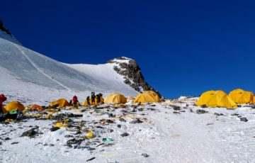 Már a Mount Everestet is ellepi a szemét