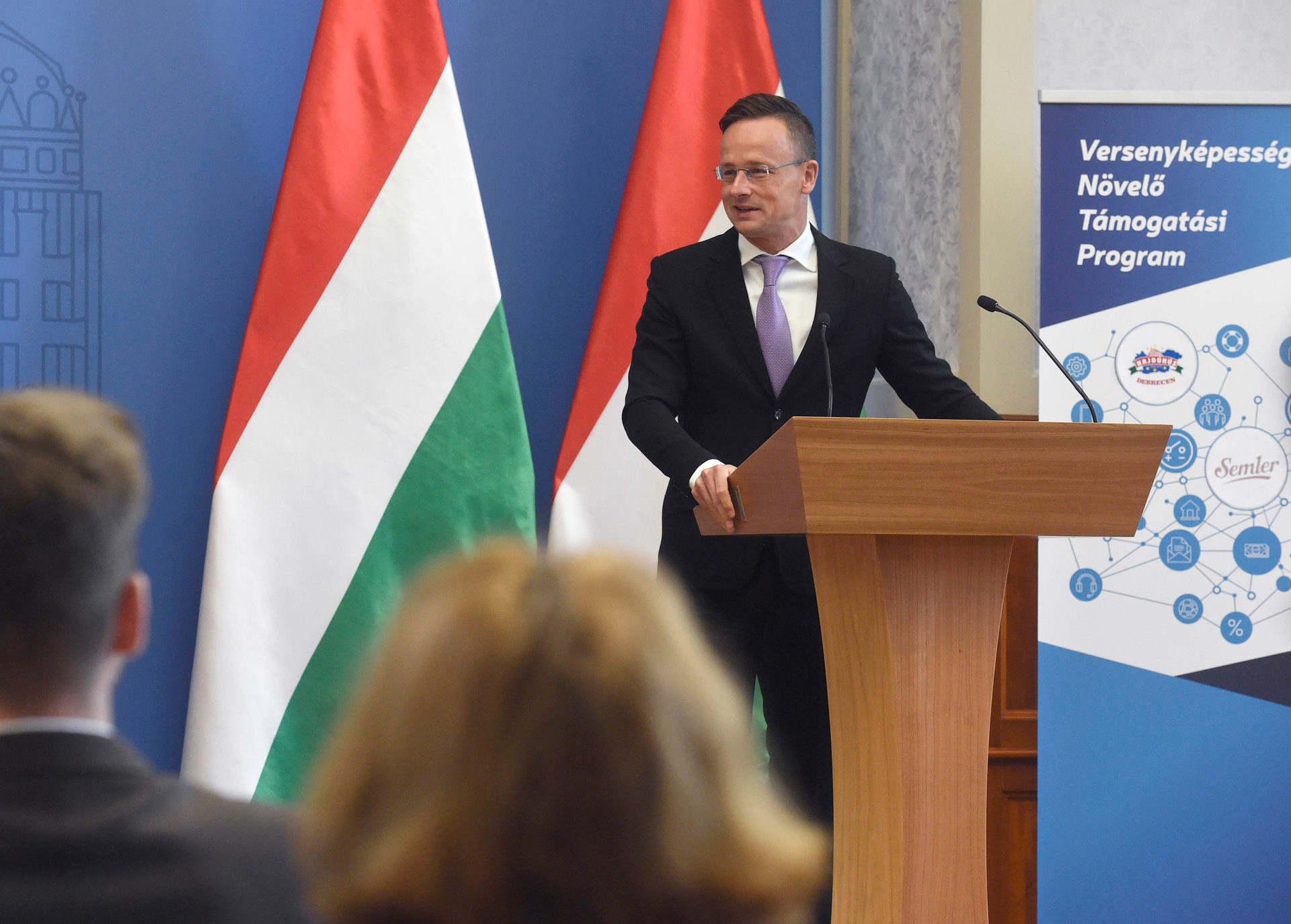Szijjártó: folyamatosan támogatjuk a magyarországi vállalatok beruházásait